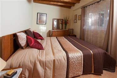 Moradia T4 em bom estado com hotel para animais ,anexos e terreno numa localização sossegado perto L