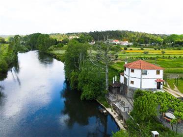 Moradia tradicional T3 à beiro rio Alva com terraço, churrasco coberto, arrumos, quintal e terreno p