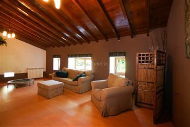 Moradia T3 de qualidade em xisto pronto para habitar com anexo e jardim numa aldeia pitoresca a 15 m