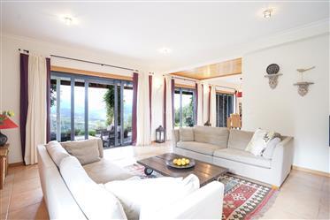 Moradia T4 de qualidade com varanda, churrasco coberto, piscina, terraço, garagem, jardim e vistas p