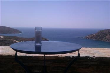 Μονοκατοικία με μοναδική θέα θάλασσα στην Άνδρο