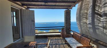 Σπίτι στην Άνδρο με θέα θάλασσα
