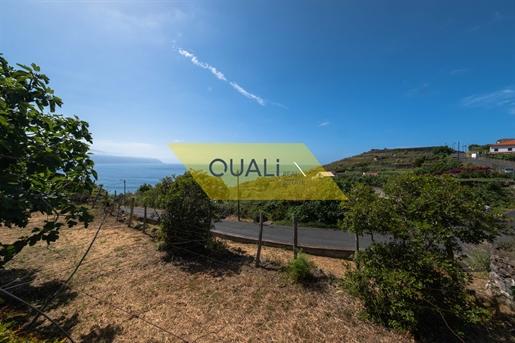 Excellent terrain avec 1354m2 à Ponta Delgada - Madère € 90.000,00