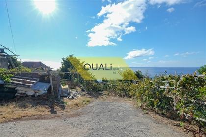 Terreno com área de 1.430m2 e casa para restaurar, Caniço - Ilha da Madeira - € 286.000,00