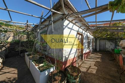 Terreno com área de 1.430m2 e uma casa para restaurar - Cani...