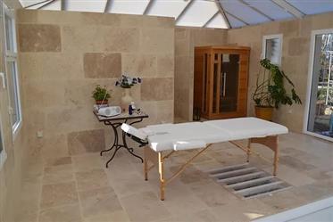 Villa 8 pièces 210 m² piscine d'intérieur et garage double indépendants