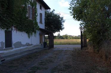 Cascina Con Ampio Terreno E Fabbricati Rurali