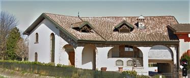 Vivenda: 350 m²