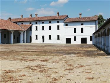 Vivenda: 2.700 m²