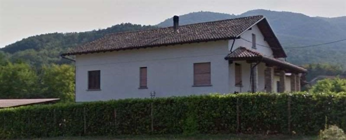 Independent villa with land in San Ponzo fraction of Ponte Nizza in Oltrep &oacute Pavese,