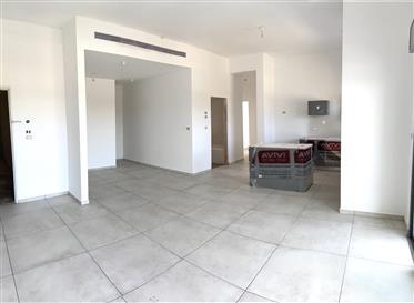 """דירה : 134 מ""""ר"""