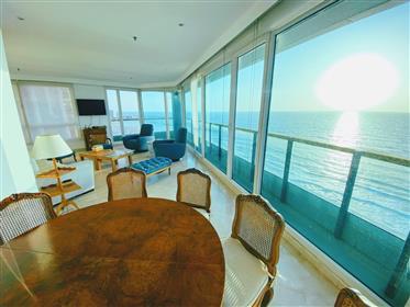 דירה יפה על הים למכירה הרצליה