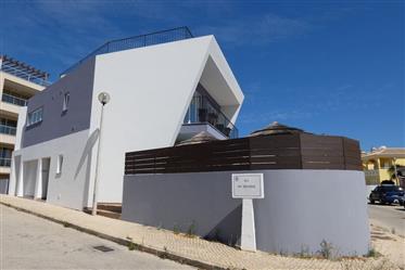 Vivenda: 165 m²