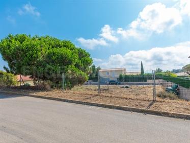 Terrein: 690 m²