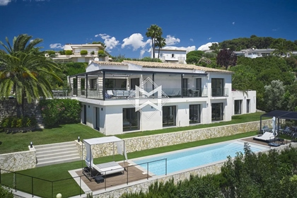 On the heights of Cannes, out of sight, superb contemporary villa of 300m2 enjoying a brea
