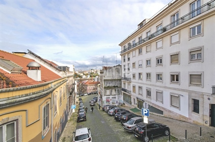 Located in one of the most noble areas of Lisbon, next to Pr...