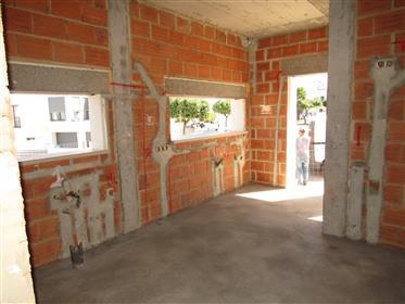 Logement Cotemporain Avec Piscine En Construction Sur La Cote D`Argent