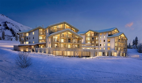 Ski in and out luxury 4 bedroom apartments just seconds from the Bergers ski lifts