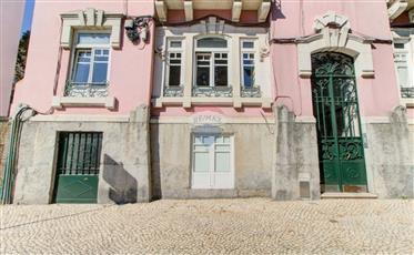 Apartamento T4 com Jardim no centro de Lisboa