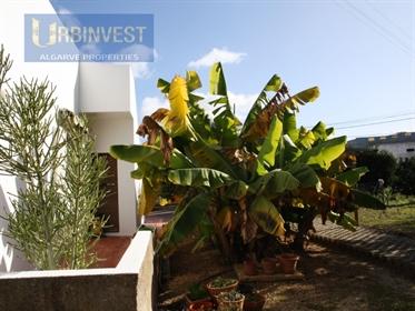 Moradia T3 com áreas generosas em Gambelas, Faro