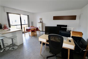 Caudéran, Joli Appartement T2 Avec Balcon Et Parking