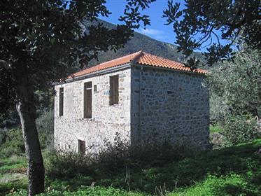 Πέτρινη κατοικία στα Μελανα