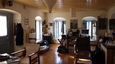 Μοναδικό σπίτι έτοιμο για να κατοικήσετε , χτισμένο το 1866 στο Λεωνίδιο