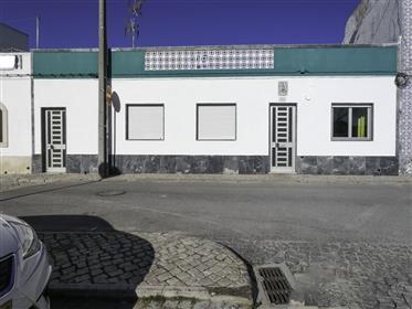 4 bedroom townhouse with large garden - Santa Luzia