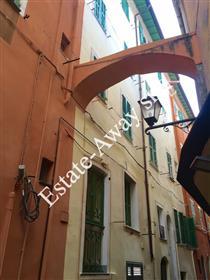Appartamento completamente ristrutturato e ammobiliato in vendita a Bordighera.