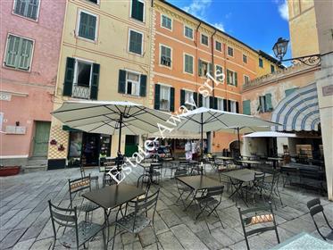 Appartamento con vista mare nel centro storico di Bordighera.