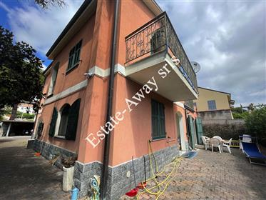 Casa indipendente in vendita a Bordighera.