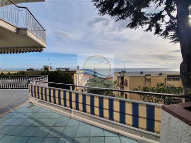 Appartamento con terrazzo vista mare in vendita a Ospedalett...