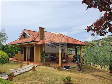 Casa indipendente con giardino in vendita a Bordighera frazione Sasso