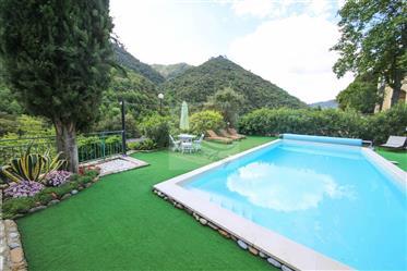 In vendita ad Isolabona villa con piscina.