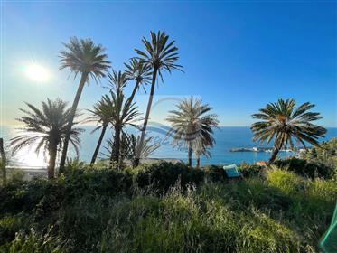 Terreno con progetto approvato e vista mare in vendita a Bordighera.