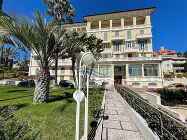 Appartamento con piscina in vendita a Bordighera.