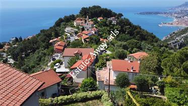 Villa bifamiliare vista mare in vendita a Ventimiglia zona Mortola Superiore