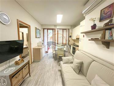 Monolocale con balcone in vendita a Bordighera.