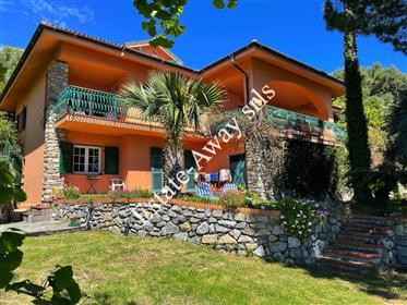 Villa vista mare in vendita a Ospedaletti.