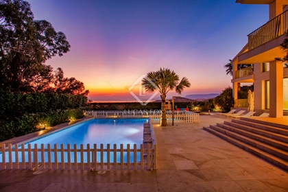 This majestic seafront villa is set in the tranquility of Cabo las Huertas, a picturesque