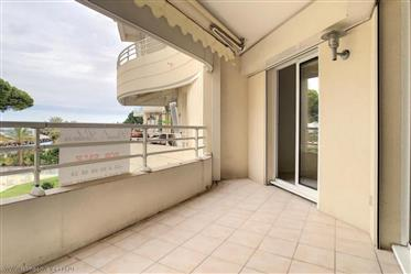 Cannes. Bel appartement d'une chambre avec vue mer