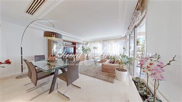 Banane - L'appartement est situé dans un immeuble moderne entre célèbre hotel Carlton et Martinez