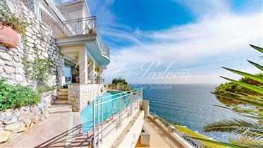Splendide villa à Cap de Nice avec une extraordinaire vue