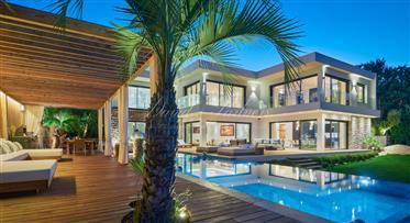 Magnificent contemporary villa in the most prestigious district of Mougins