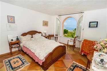 Superbe villa avec un panoramique vu mer situé au Mont Boron