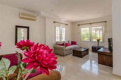 Beautiful 4 Bedroom, 4 Bathroom Detached Villa with Private ...