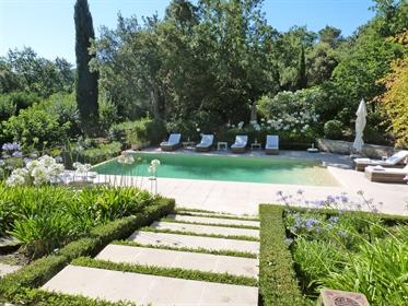 Propriété d´exception, 270 m2 avec piscine et jardin paysagé