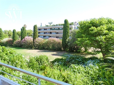 Beautiful apartment of 120 m2 with sea view. Saint-Tropez on foot