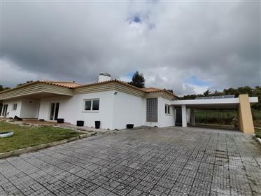 Pequena Quinta com Moradia Moderna Arquitetura Portuguesa