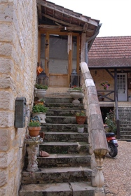 Geheel gerestaureed woonhuis: Begaande grond, bibliotheek/kantoor, slaapkamer, douche en afzonderlij